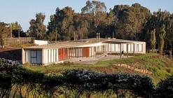 House for 60 Friends / Martin Hurtado
