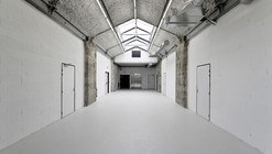 Warehouse transformation into Visual Arts School  / Matthieu Place  + Thomas Raynaud
