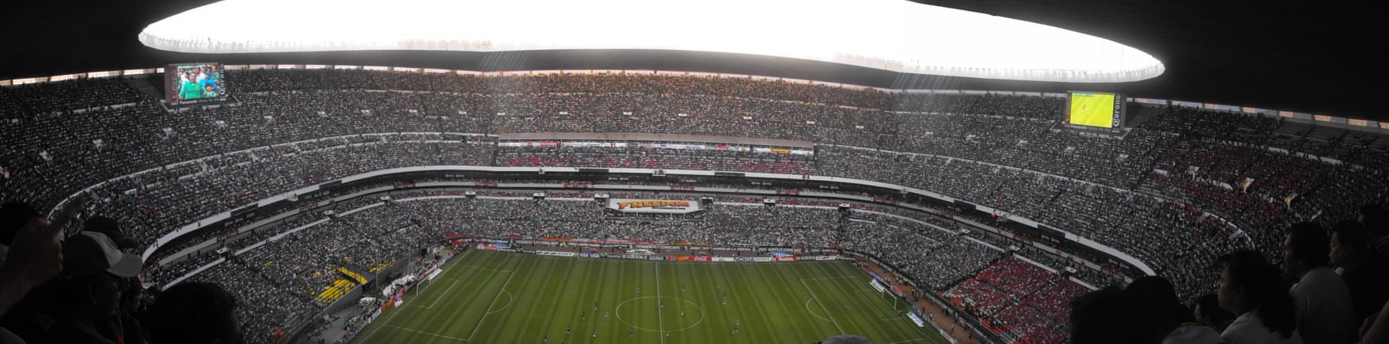 Panorámica del Estadio Azteca. Image © Juan Chanclas [Flickr]