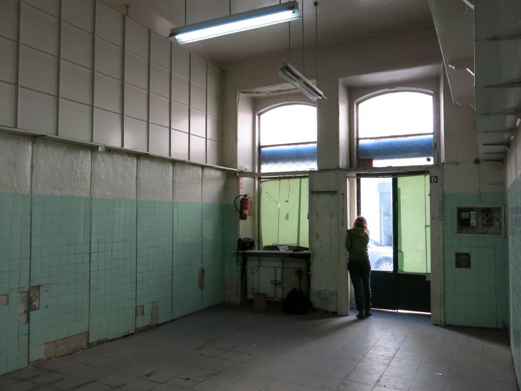 Térreo em fase de reabilitação na Rua Poço dos Negros, Lisboa. Image Courtesy of resdochao.org