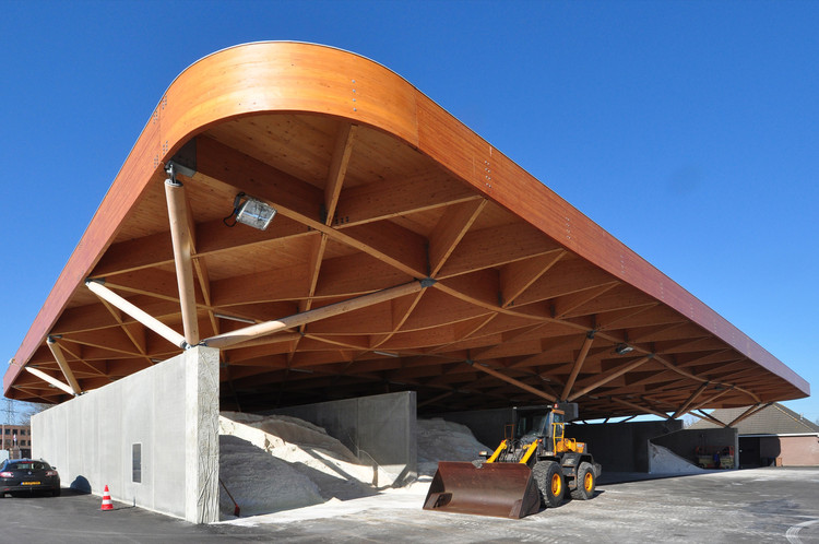 Centro de soporte para la autopista / 24H architecture, Cortesía de Boris Zeisser