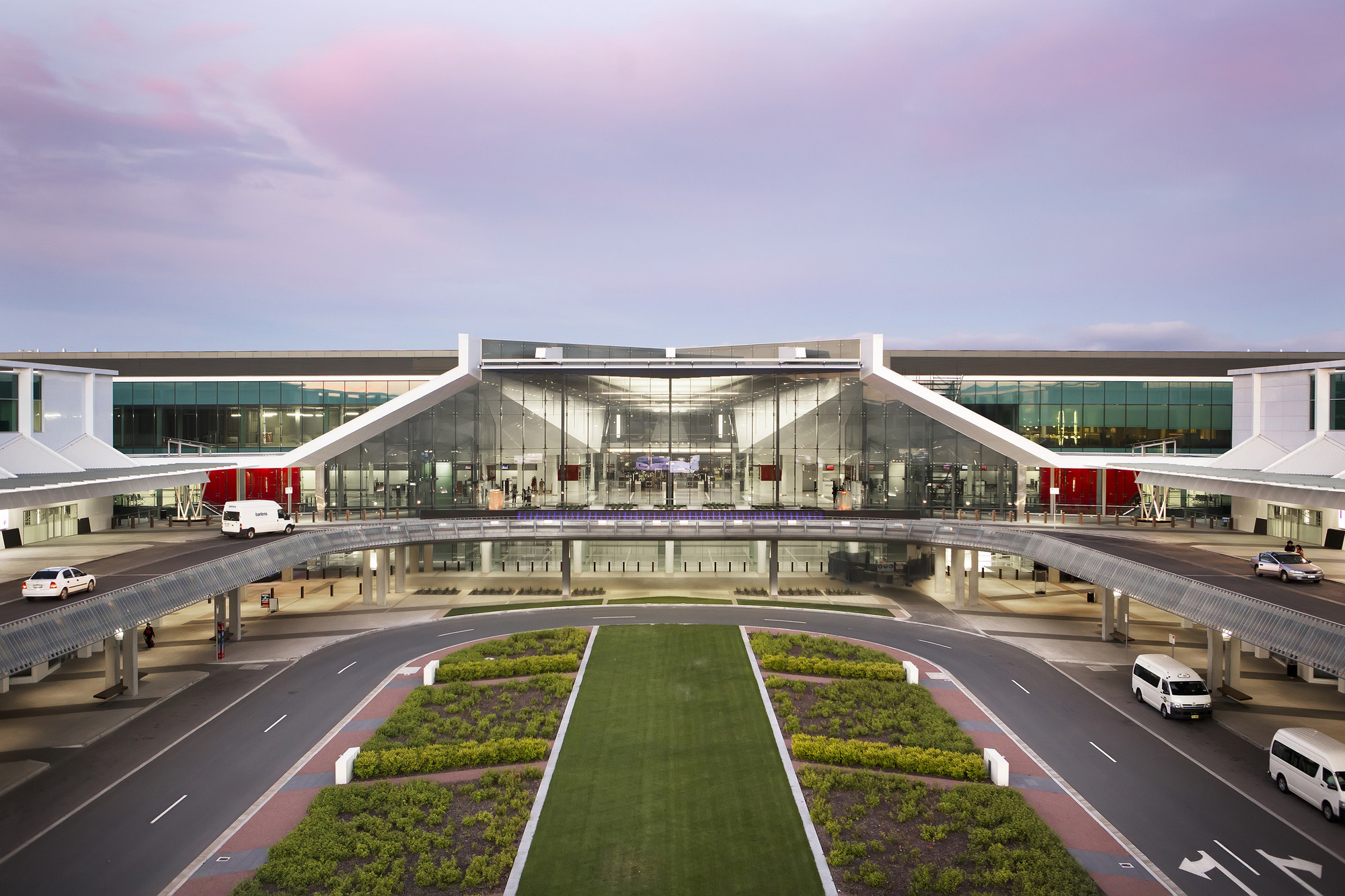 Award - Canberra International Airport by Guida Moseley Brown Architects. Image © Ginette Snow