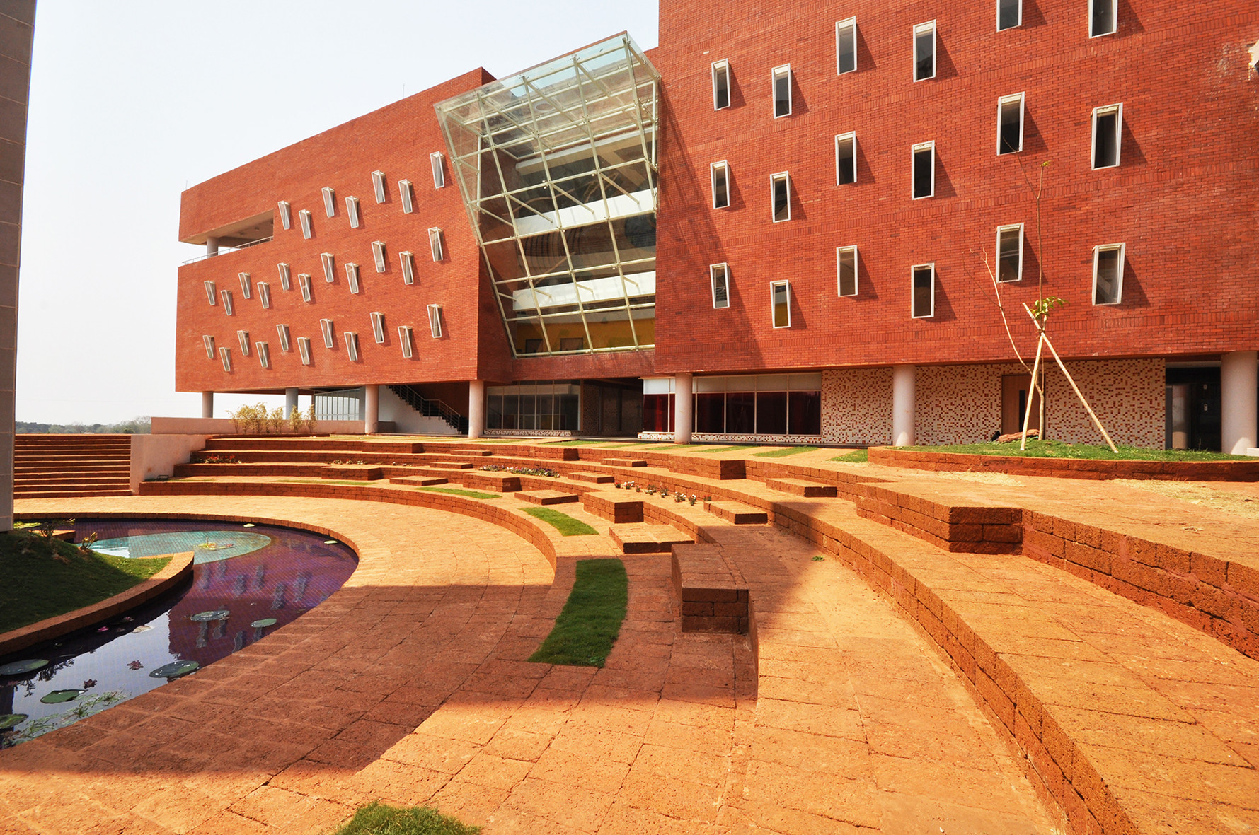 International Management Institute, Bhubaneswar: Library from the courtyard. Image Courtesy of Abin Design Studio