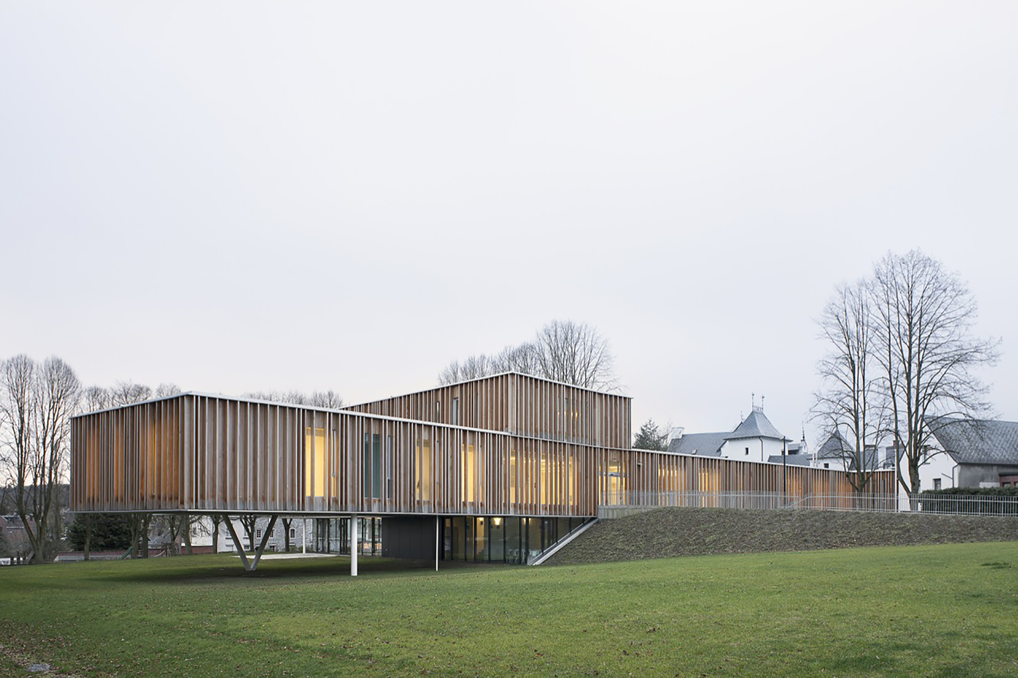 Town Hall in Montigny-le-Tilleul  / V+, © Maxime Delvaux, 354 Photographers
