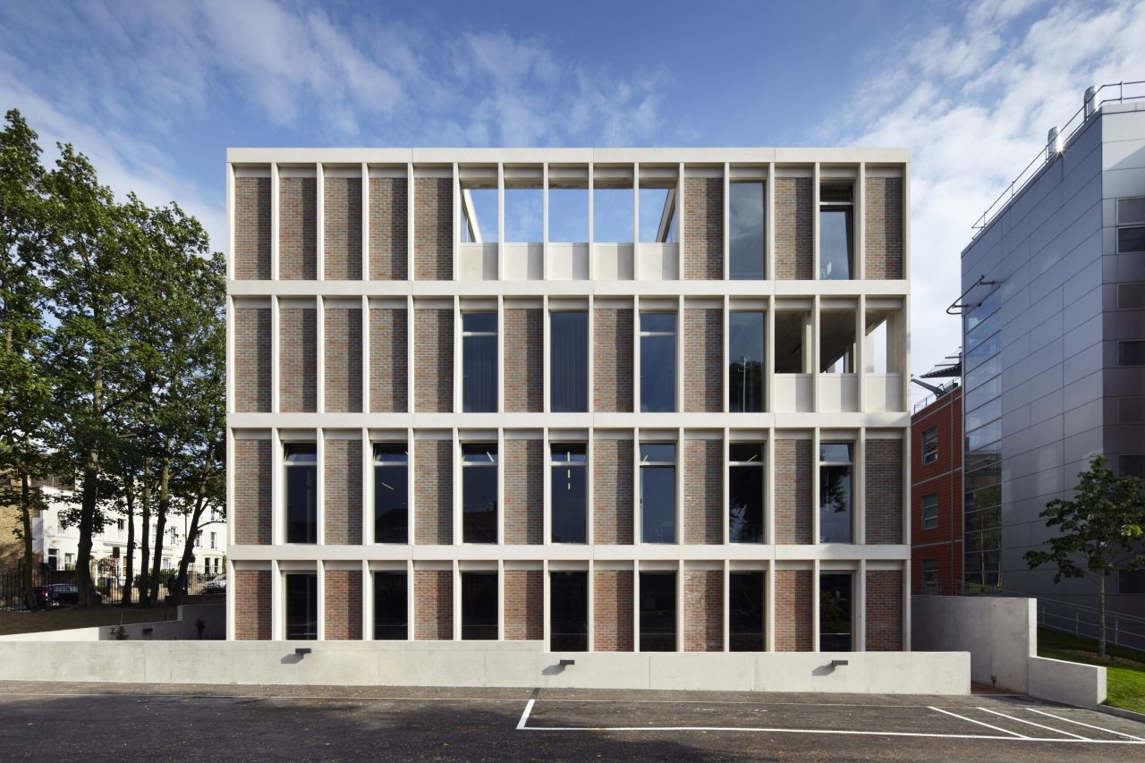 ORTUS, Centro Maudsley Learning (centro de salud mental y bienestar) / Duggan Morris Architects. Imágen © Jack Hobhouse