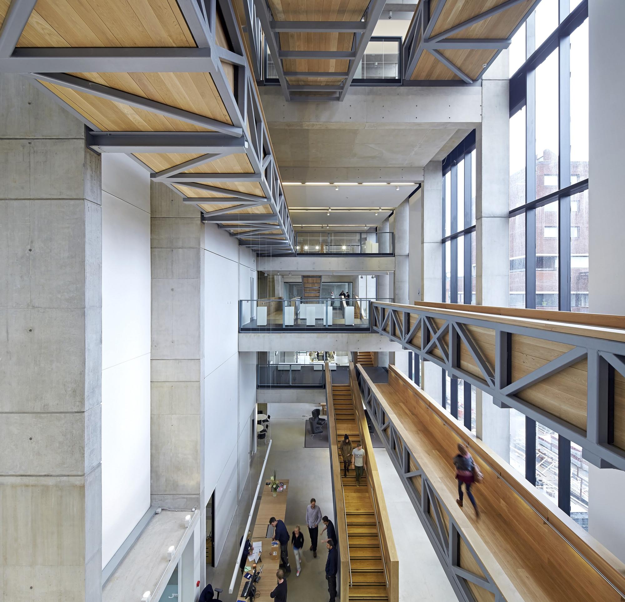 Escuela de arte Manchester / Feilden Clegg Bradley Studios. Imágen © Hufton+Crow