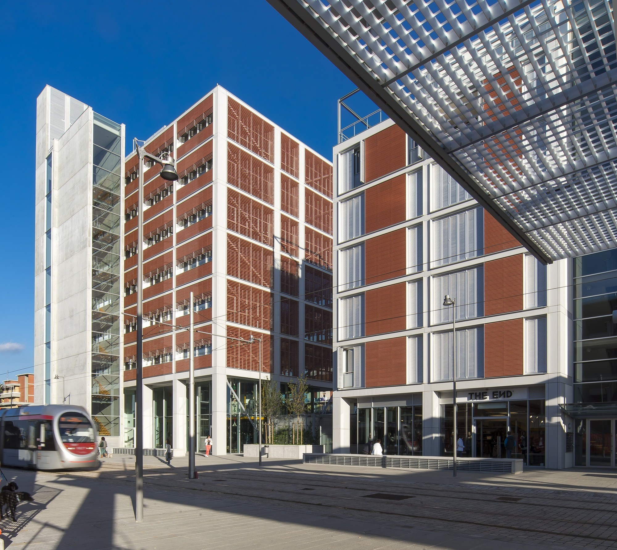 Nuevo Centro Civico en Scandicci / Rogers Stirk Harbour + Partners. Imágen © Alessandro Ciampi