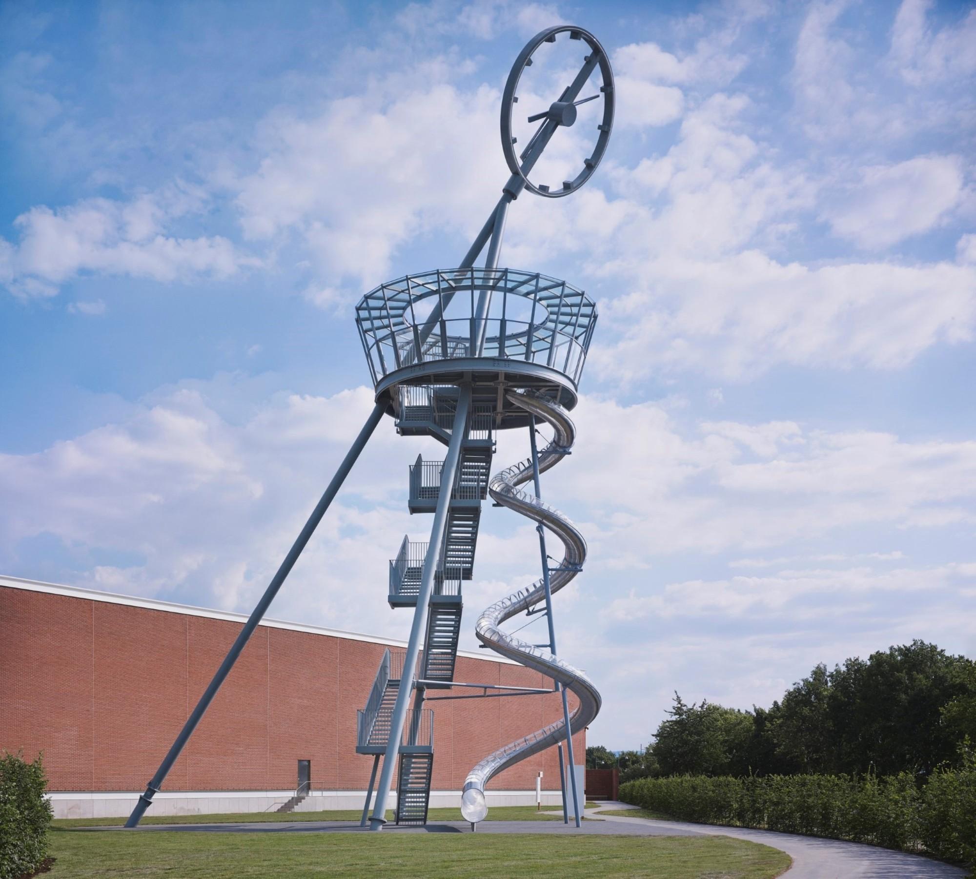Vitra Campus instala una Torre mirador con un tobogán, Vitra Slide Tower / Carsten Höller. Imagen © Vitra