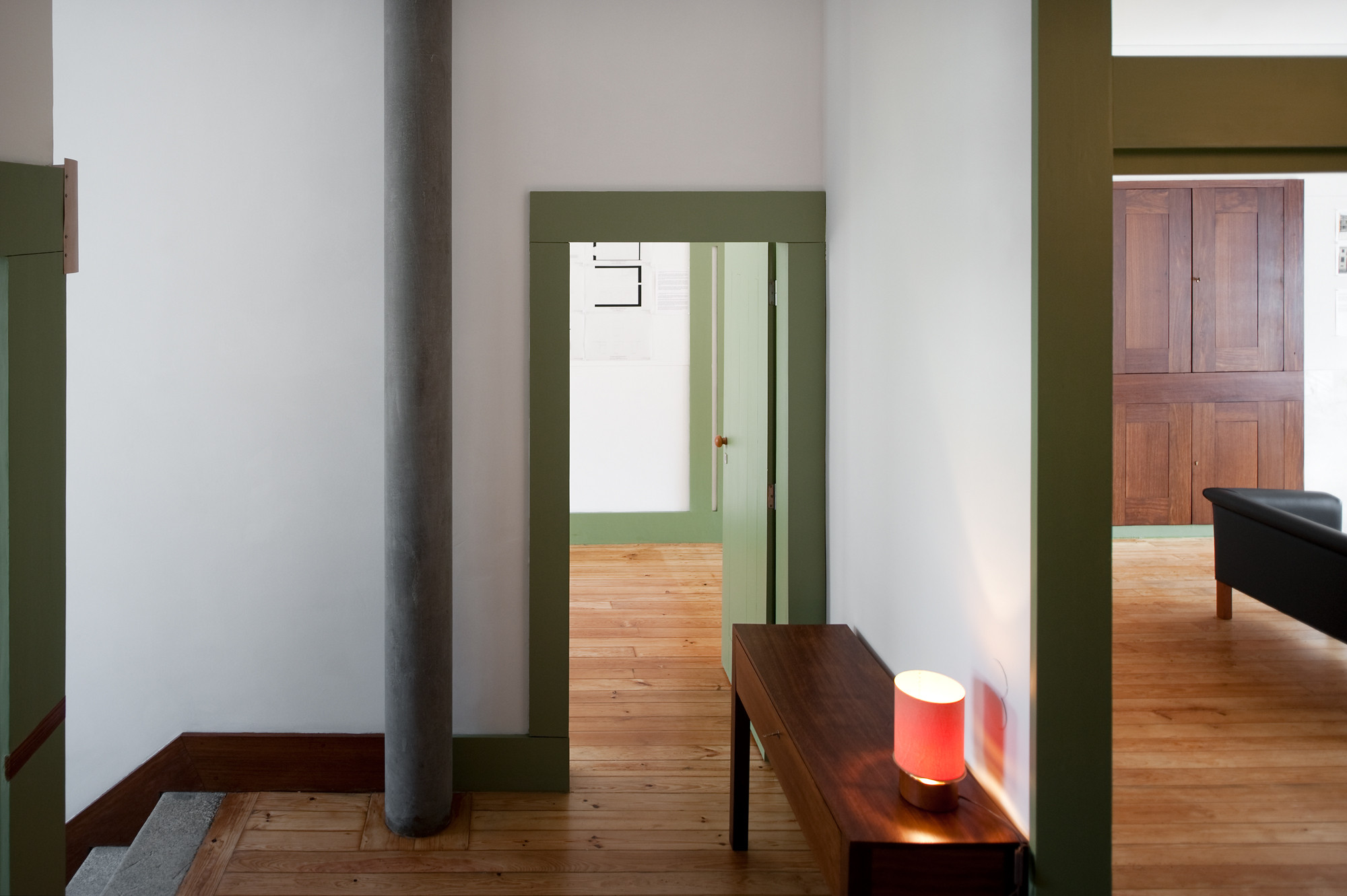 Casa em Roberto Ivens  - 1961–2009. Image © Fernando Guerra | FG+SG