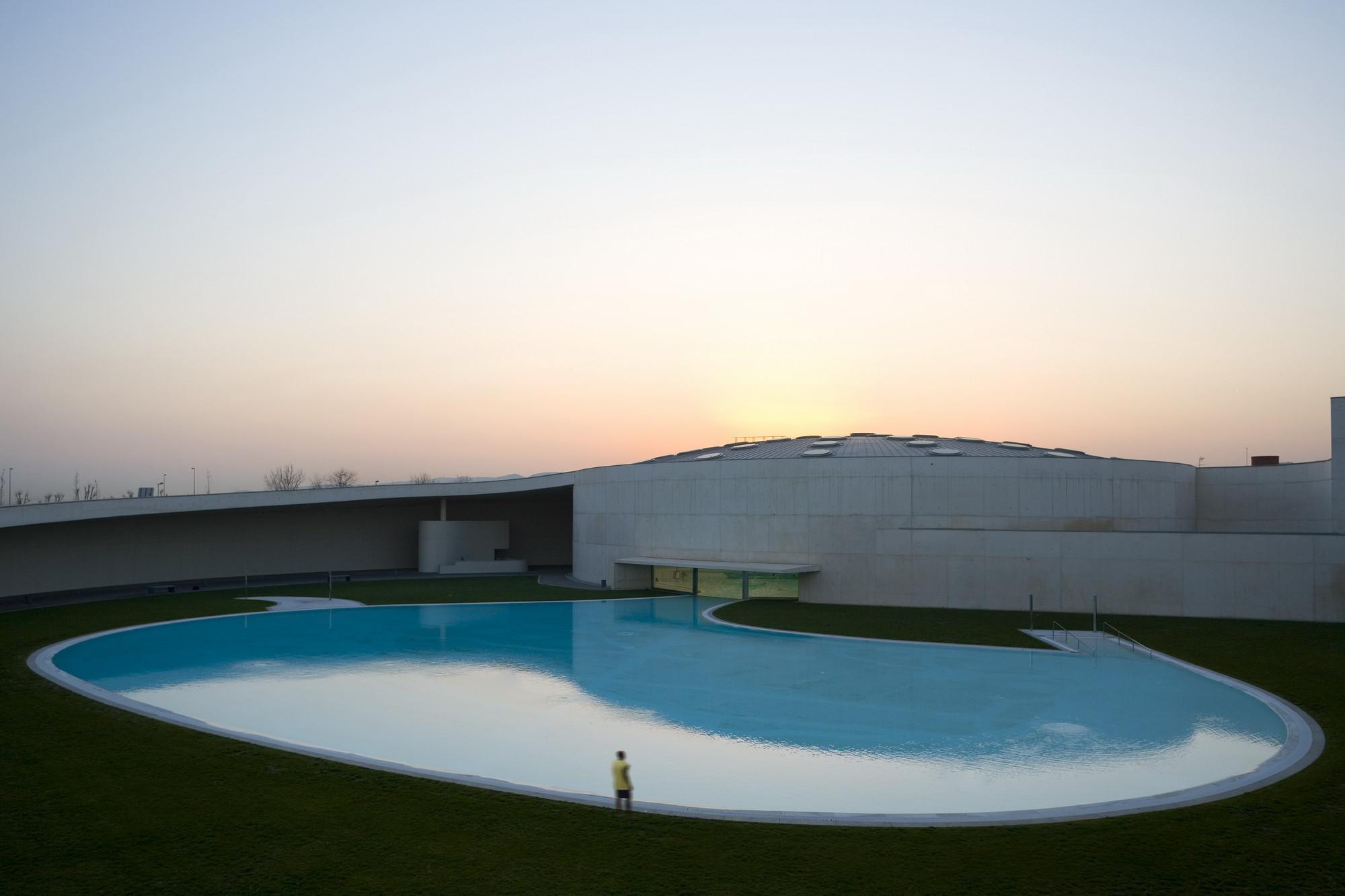 Ribero-Serralo Sports Complex - 2006. Image © Fernando Guerra | FG+SG
