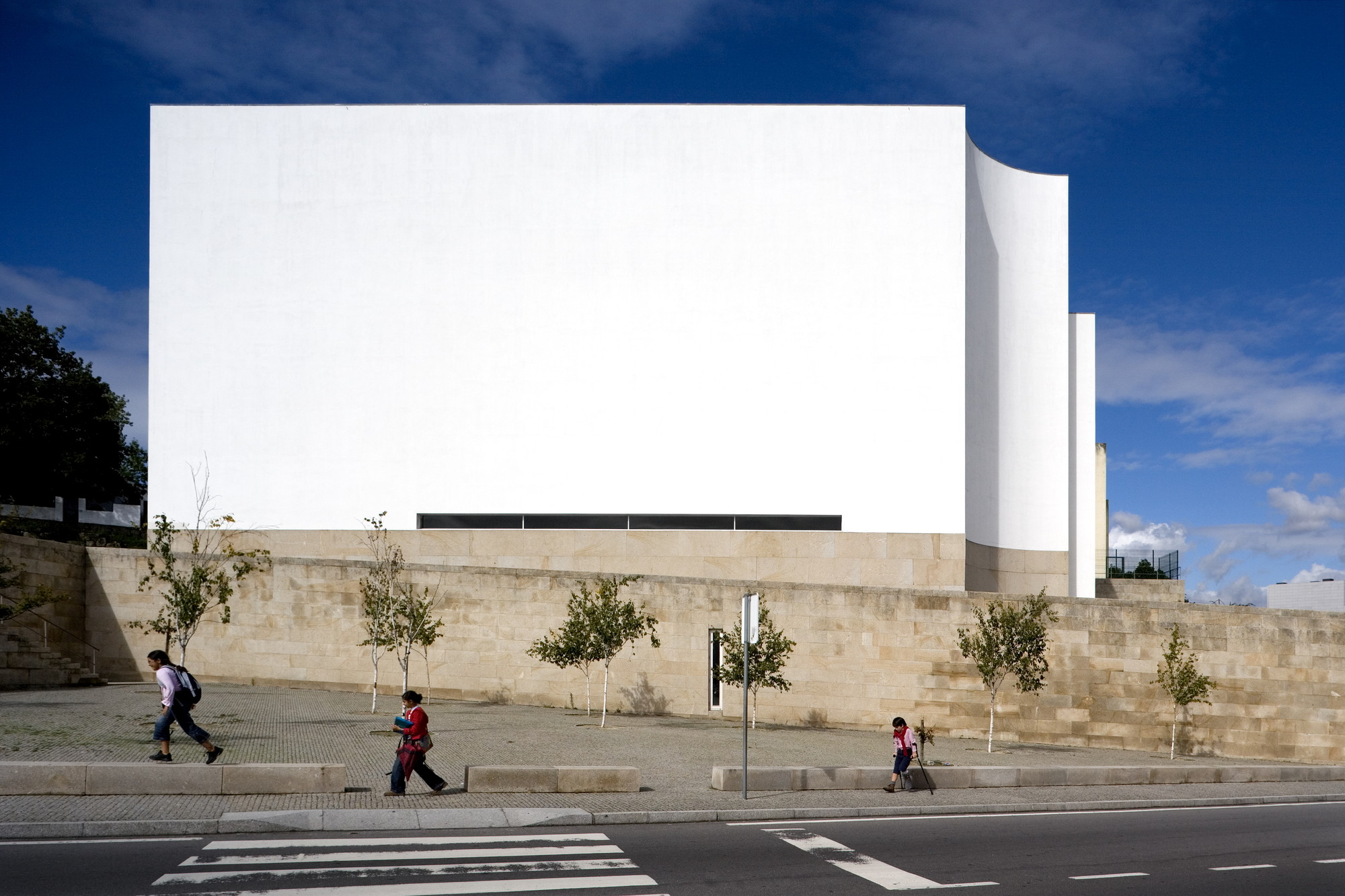 Church and P. Centre | Marco de Canavezes  - 1997/2006. Image © Fernando Guerra | FG+SG