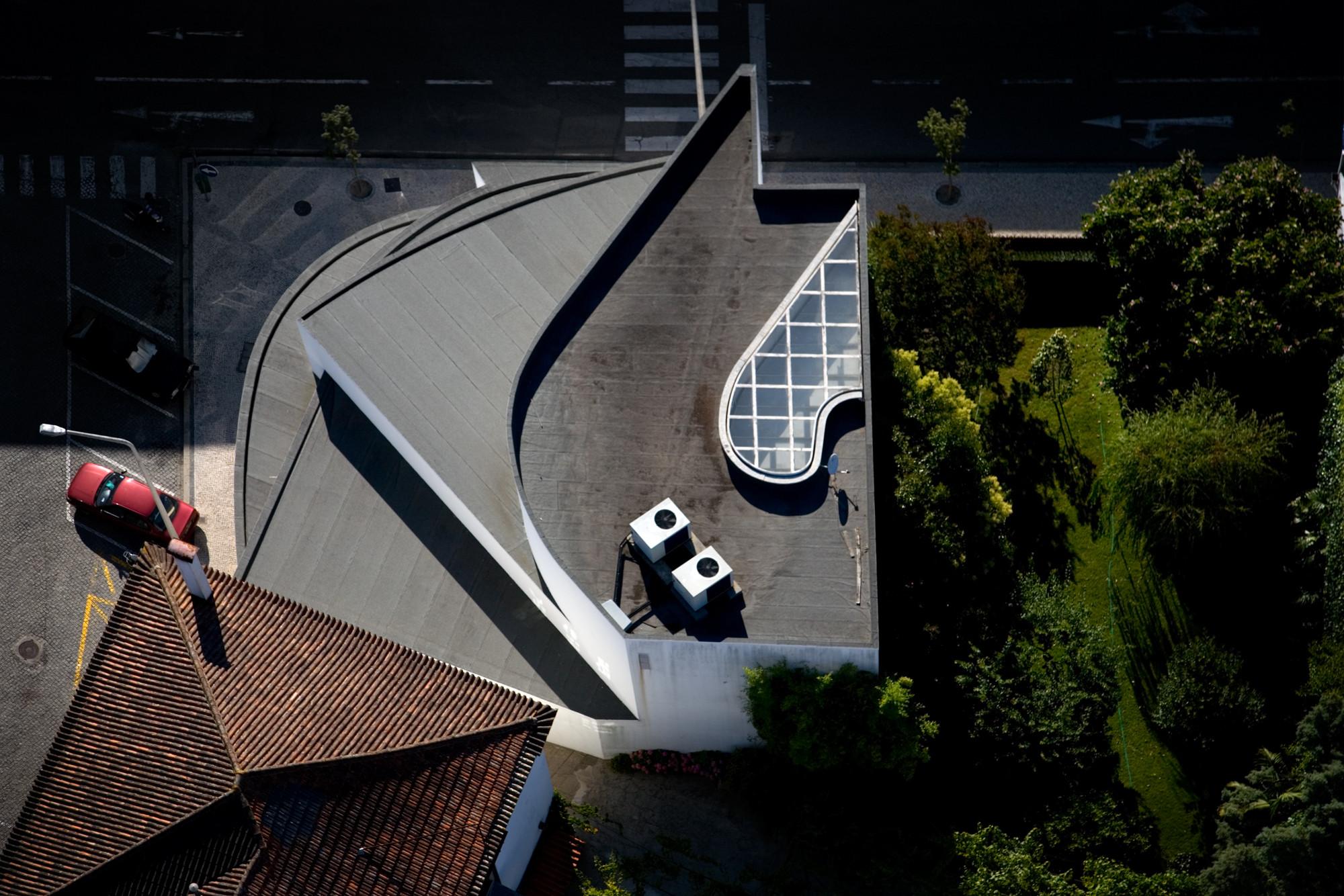 Pinto & Souto Mayor Bank -  1974. Image © Fernando Guerra | FG+SG
