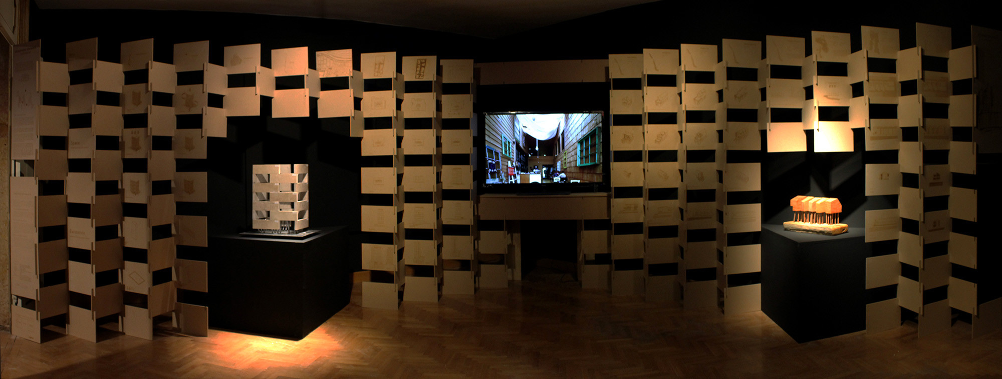 Bienal de Venecia 2014: Arquitectura singular como Renovacion Urbana/Rural en Chile, Panorámica Exhibición. Image © Eduardo Maldonado