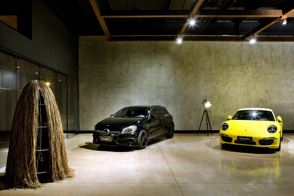 showroom eurobike porsche 1 1 arquitetura design archdaily. Black Bedroom Furniture Sets. Home Design Ideas