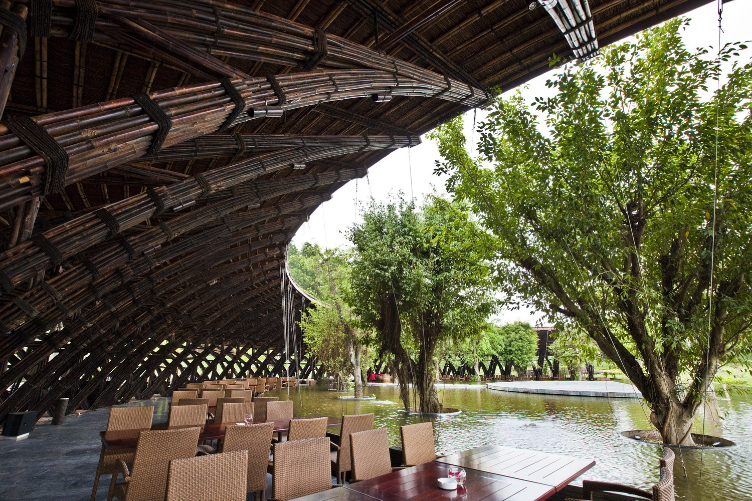 Vo Trong Nghia Wins ARCASIA Building of the Year, Bamboo Wing / Vo Trong Nghia Architects. Image © Hiroyuki Oki