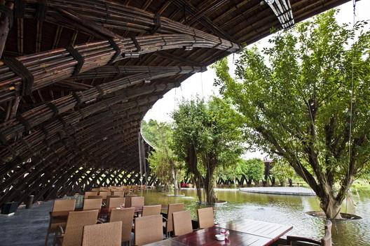 Bamboo Wing / Vo Trong Nghia Architects. Image © Hiroyuki Oki