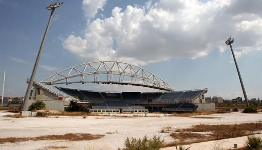 Estadio olímpico de vóleibol de playa en Atenas en 2012. Image © Vía Business Insider