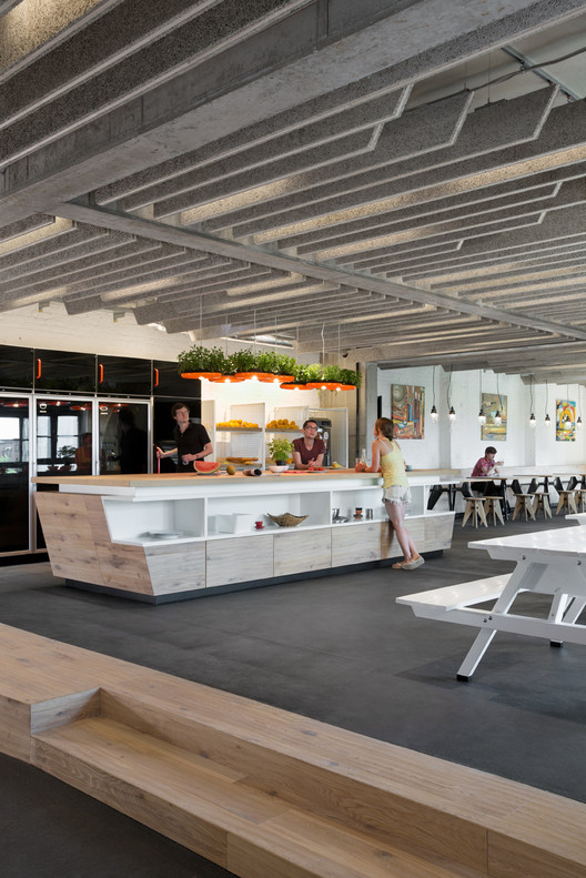 New soundcloud headquarters kinzo berlin archdaily for Kinzo berlin