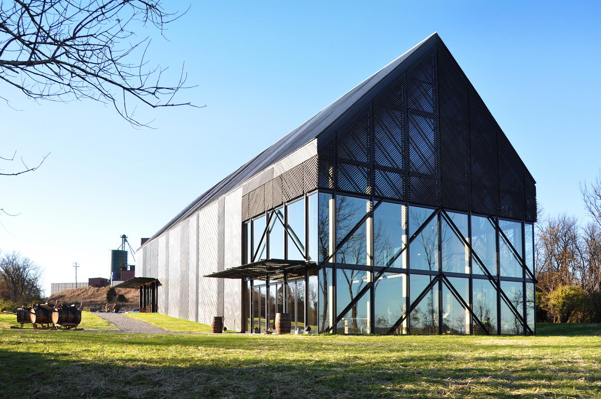 Wild Turkey Bourbon Visitor Center / De Leon & Primmer Architecture Workshop. Image Courtesy of De Leon & Primmer Architecture Workshop