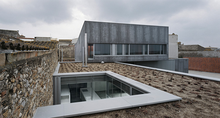 Dos Casas Unifamiliares + Pabellón de Visitas / Sergi Serra Casals & Marta Adroer Puig, © Aleix Bagué