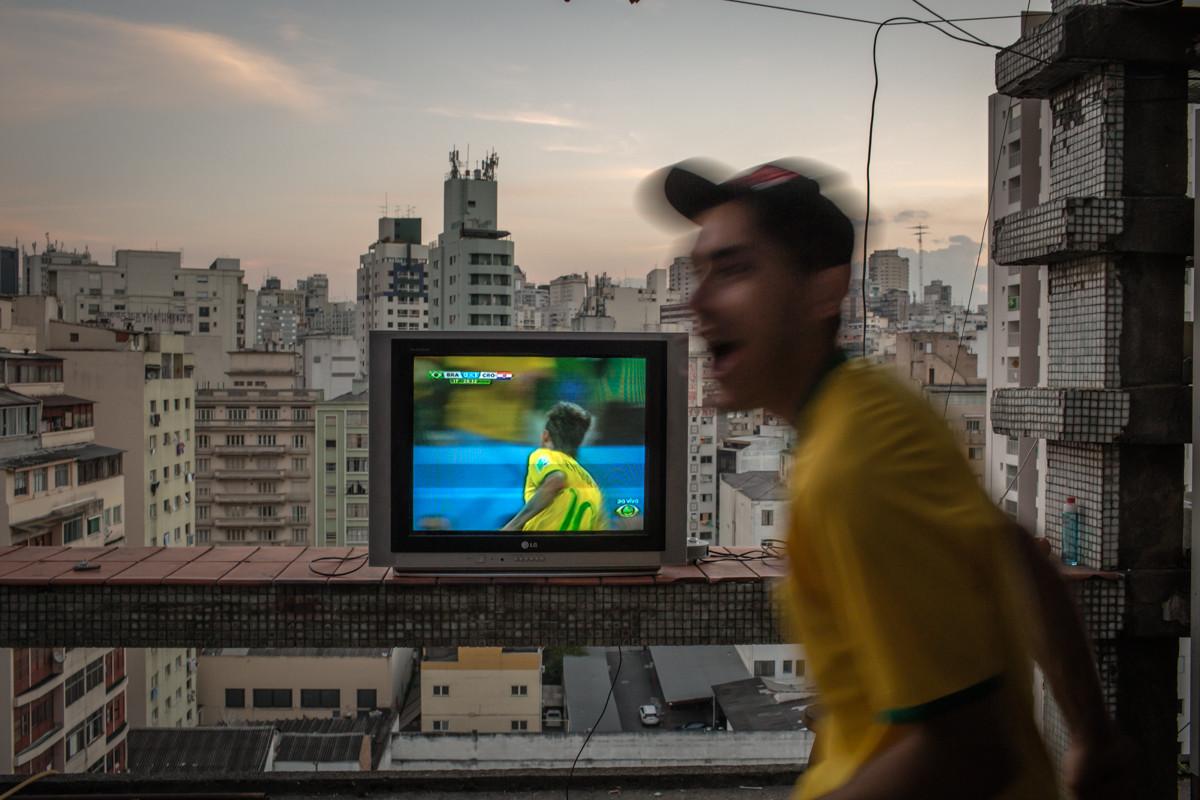 Celebrando el primer gol del jugador Neymar para el equipo brasileño en la Copa Mundial. Imagen © Leandro Moraes