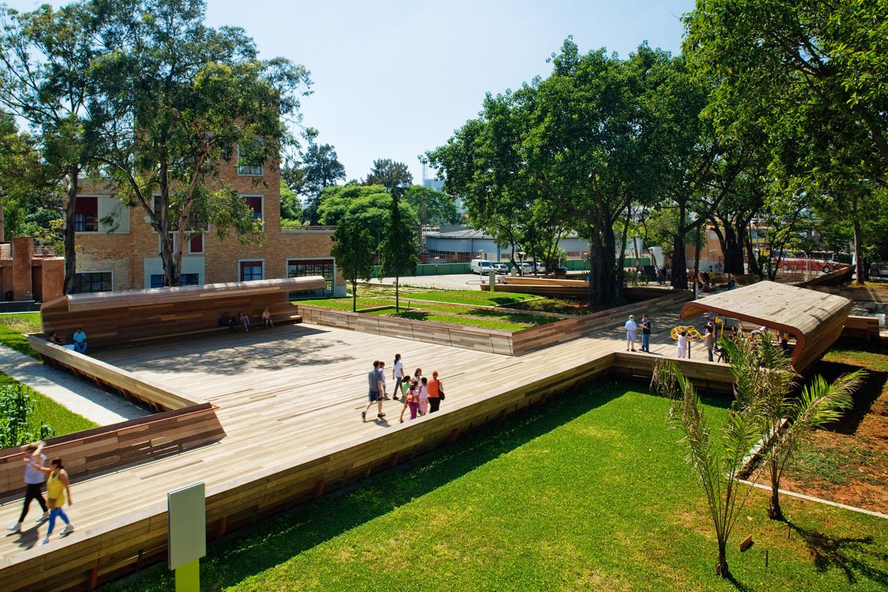Arquitectura y Paisaje: Plaza Victor Civita, un museo abierto de Sustentabilidad por Levisky Arquitetos + Anna Dietzsch, © Nelson Kon