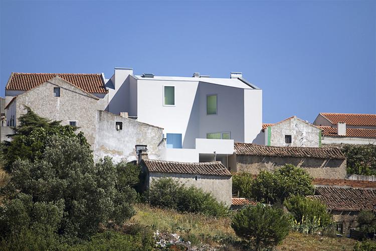 Casa en Sobral da Lagoa / Ricardo Bak Gordon, © Leonardo Finotti