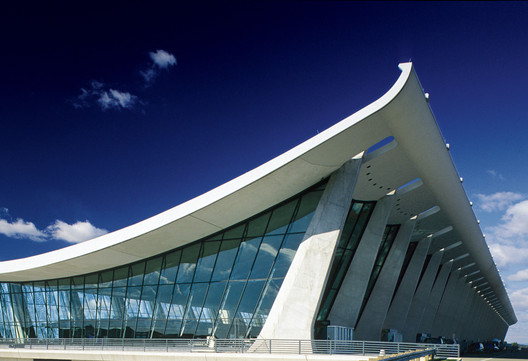AD Classics: Dulles International Airport / Eero Saarinen. Image © MWAA
