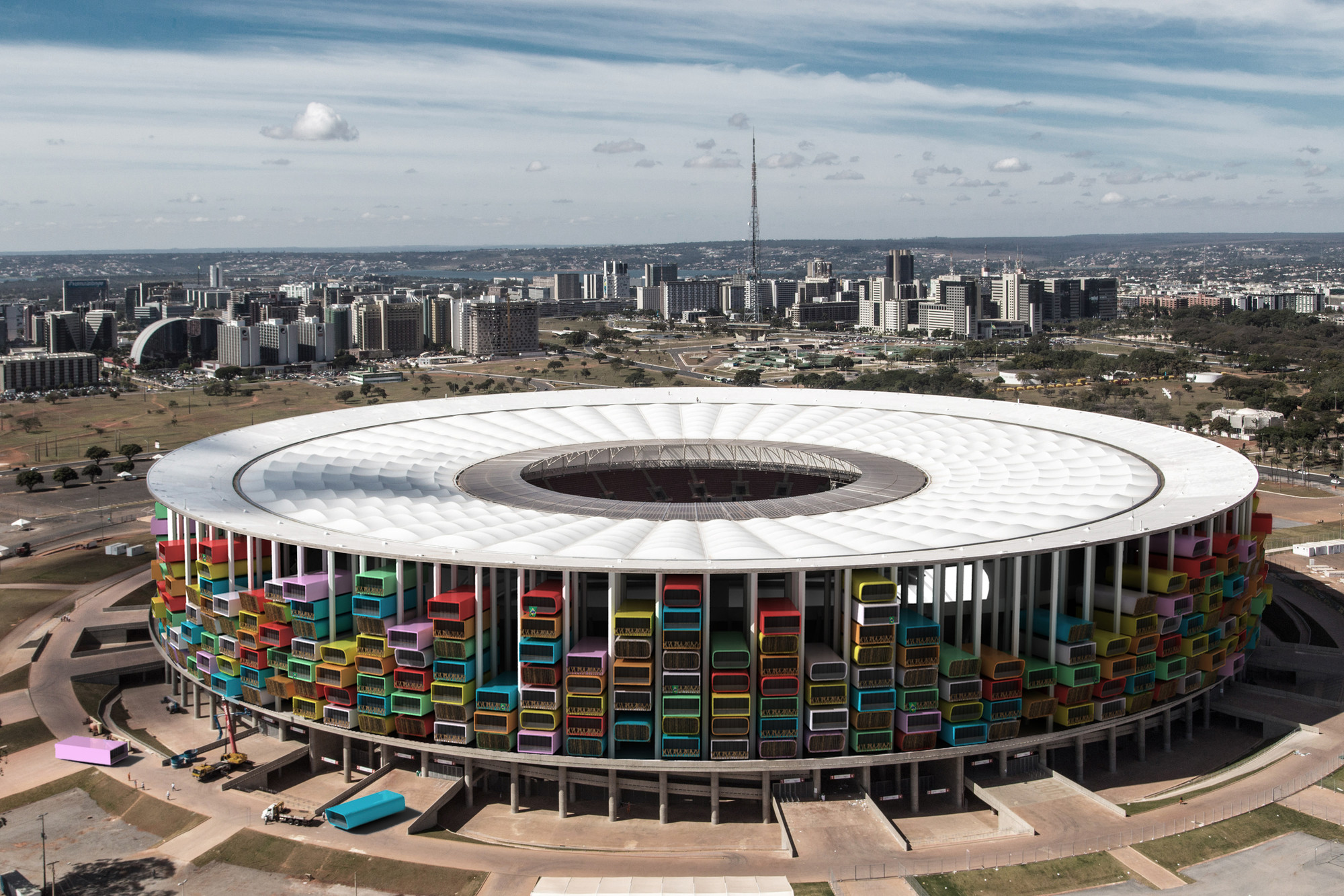 """Casa Futebol"" Proposes a Different Olympic Legacy For Brazil's Stadiums, Render of the National Stadium of Brazil, based on a photograph by Tomás Faquini"