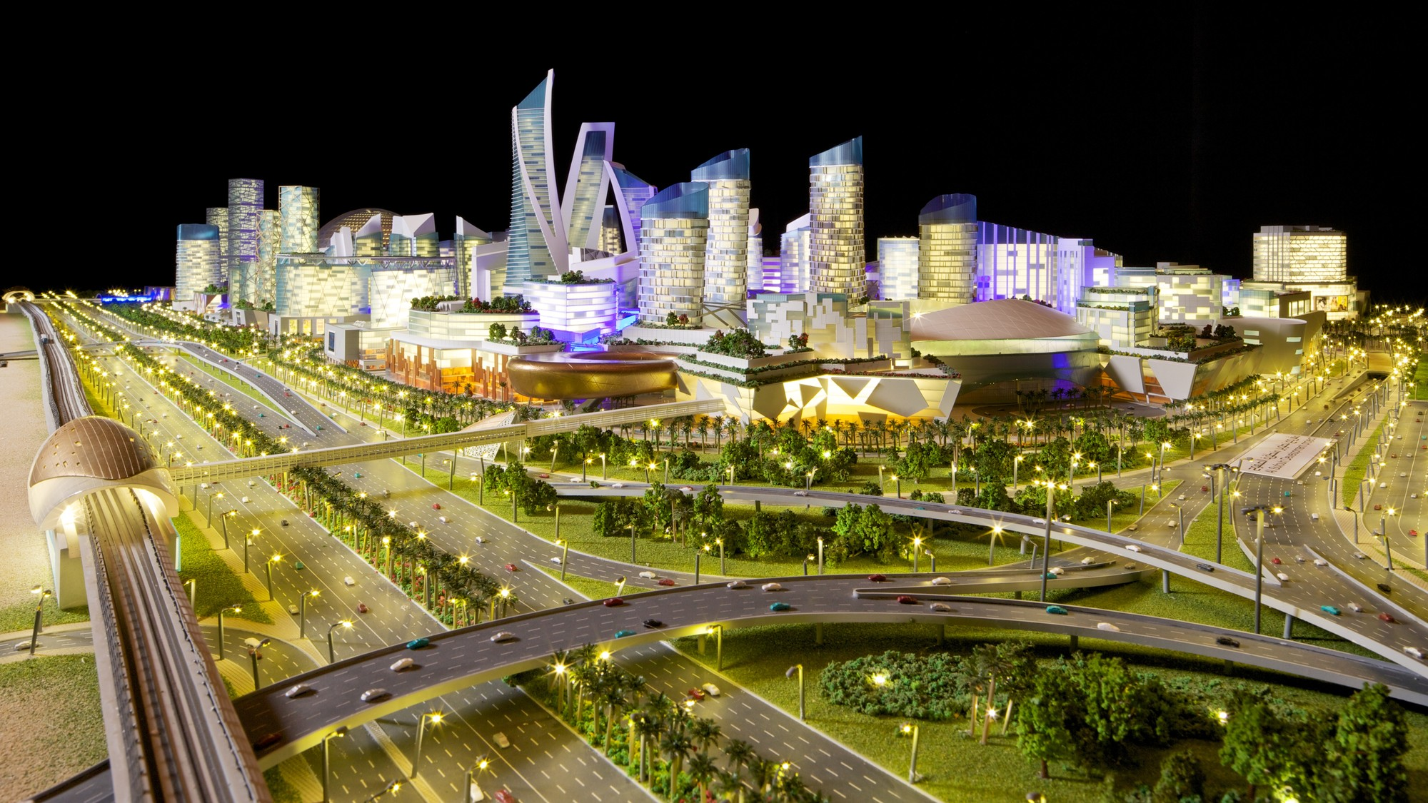 Dubai Plans Mall of the World, the First Ever 'Temperature Controlled City', View from Sheikh Zayed Road. Image Courtesy of Dubai Holding