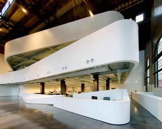 Cannon Design oficina regional (Cannon Design fue nombrada como una de las 50 oficinas top de arquitectura por Architectural Record's en 2013). Imágen cortesía de Architectural Imageworks, LLC