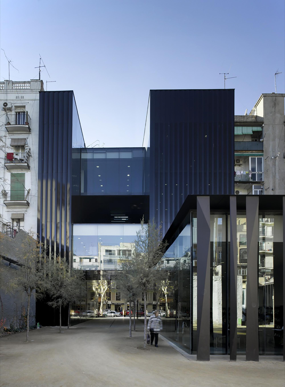 Biblioteca sant antoni joan oliver rcr arquitectes for Plataforma arquitectura