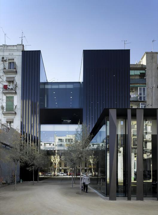 Guarda Muebles En Barcelona : Biblioteca sant antoni joan oliver rcr arquitectes