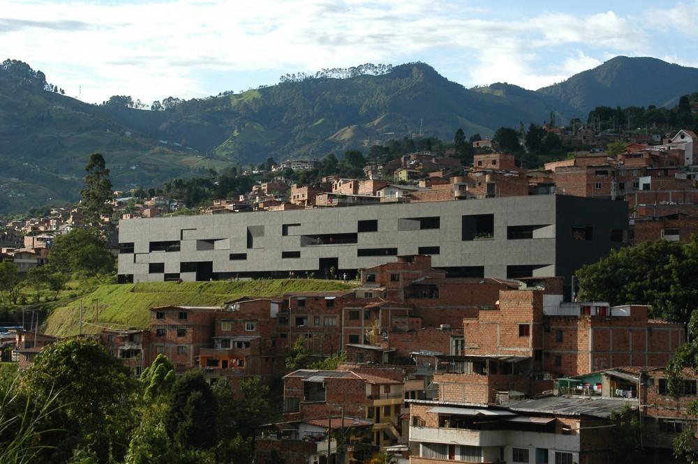 Selección Diego Hernández: Parque Biblioteca Fernando Botero / G Ateliers Architecture. Image © Orlando García