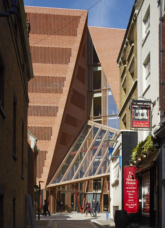 Though O'Donnell + Tuomey's Building for the LSE is not the bookie's favourite, many critics feel it is most deserving of the Stirling Prize. Image © Dennis Gilbert