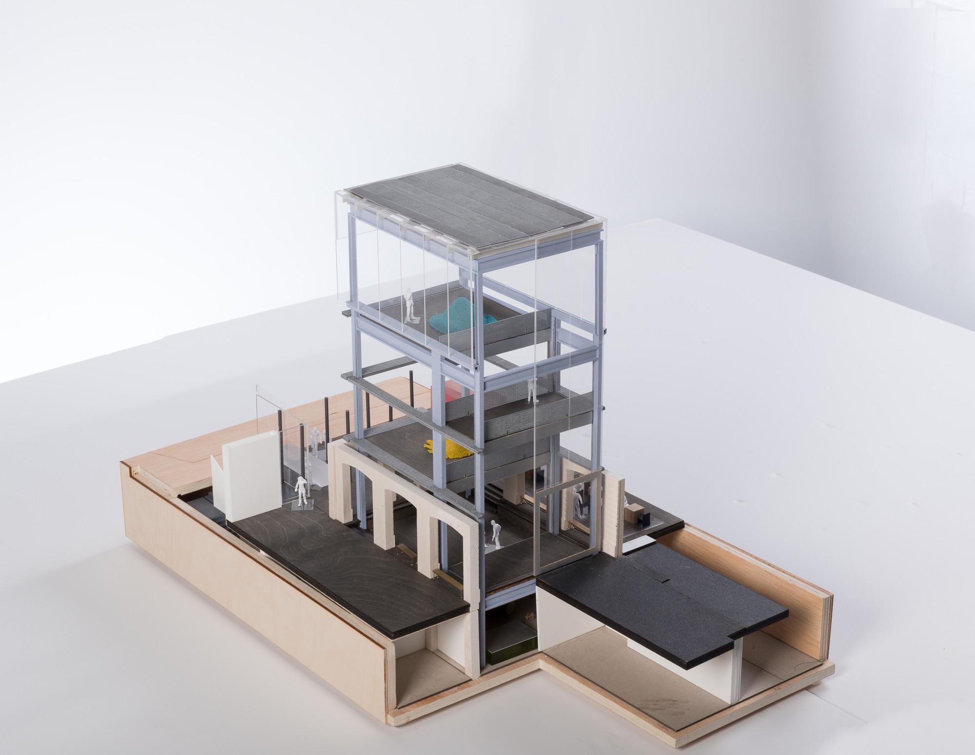 Primer piso, sótano, torre de exposiciones, Modelo 1-50e. Imágen © OMA / Frans Parthesius