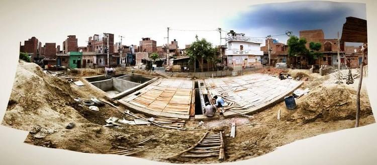 Sistema de Saneamento Descentralizado em assentamentos informais em Delhi, Índia. Cortesia de http://www.julia-king.com/