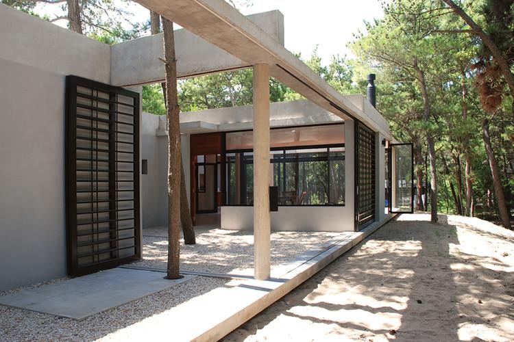 Casa Curucura / Unoencinco Arquitectos, Cortesía de Unoencinco Arquitectos