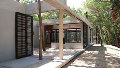 Curucura House / Unoencinco Arquitectos