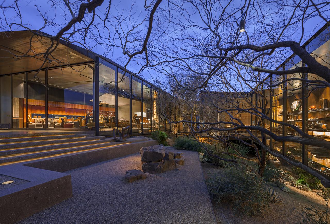 Desert courtyard house wendell burnette architects for Modern building and design phoenix