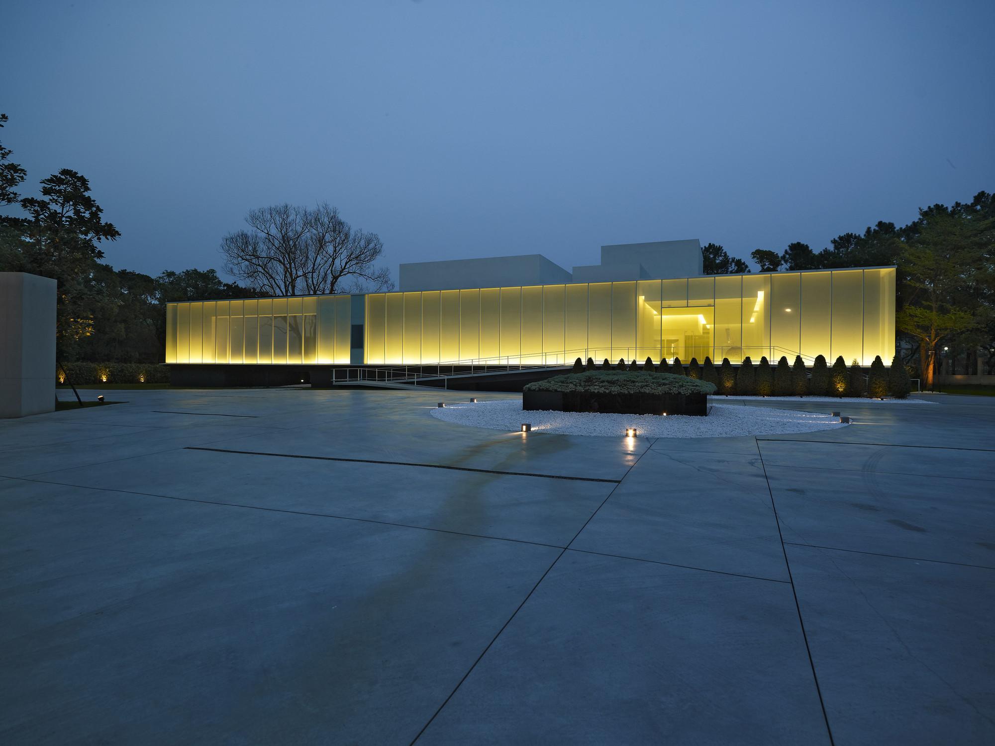Gallery of lightbox hsuyuan kuo architect associates 13 for Architect associates