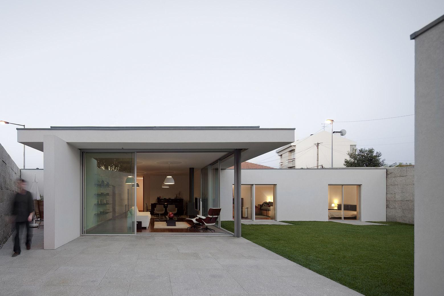 House in a Wall / Sérgio Koch, © Fernando Guerra | FG+SG