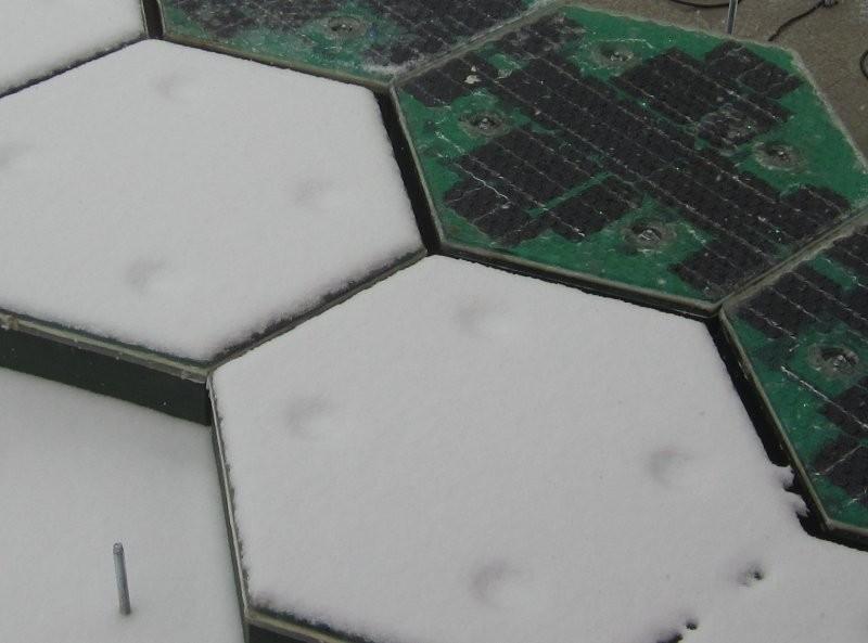 Teste de derretimento da neve sobre os painéis solares - Solar Roadways.