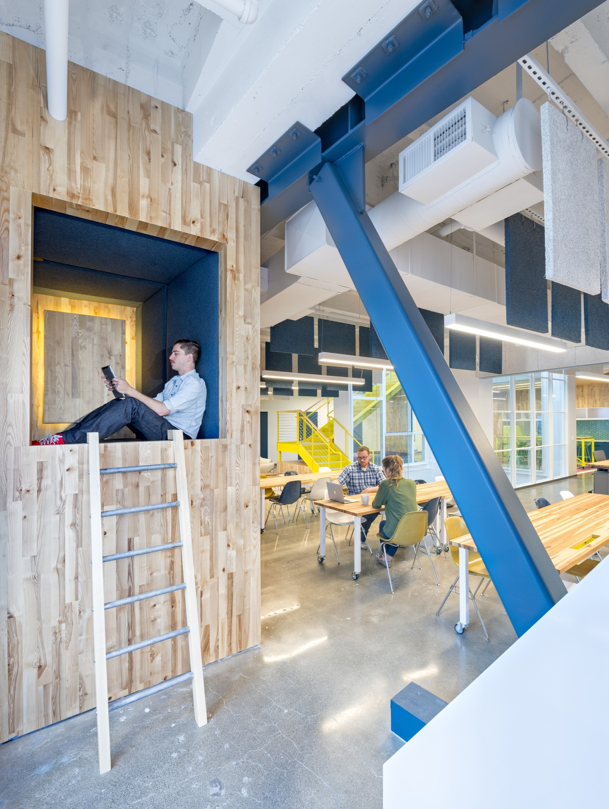 Capital one lab studio o a archdaily for Office design group inc