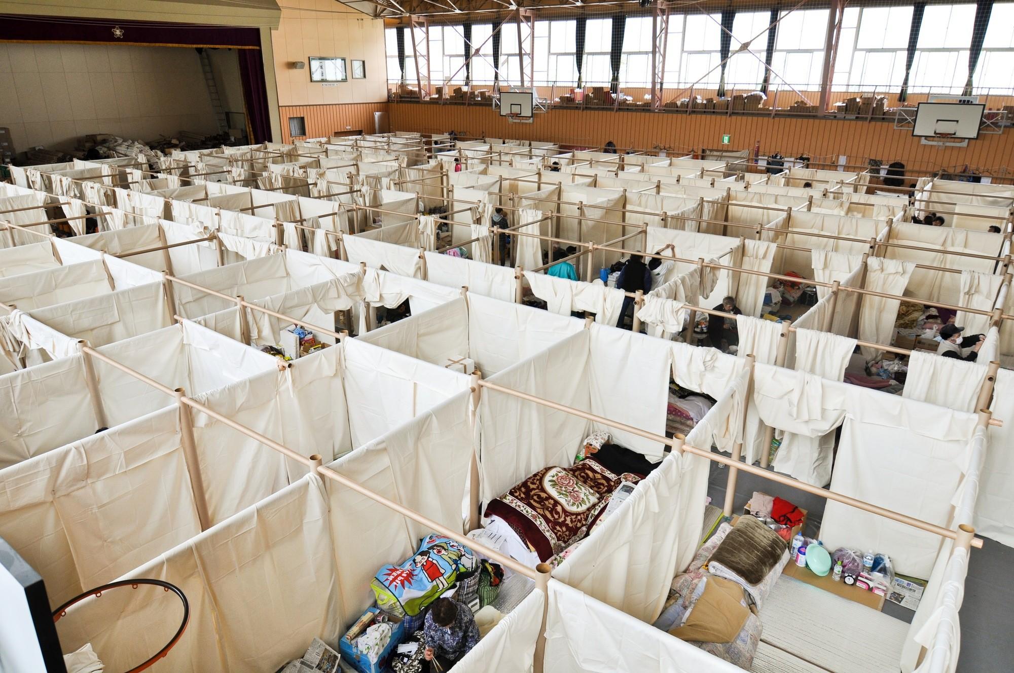 Refugio de papel y cartón para las víctimas del terremoto y tsunami en Japón. Image © Voluntary Architects' Network