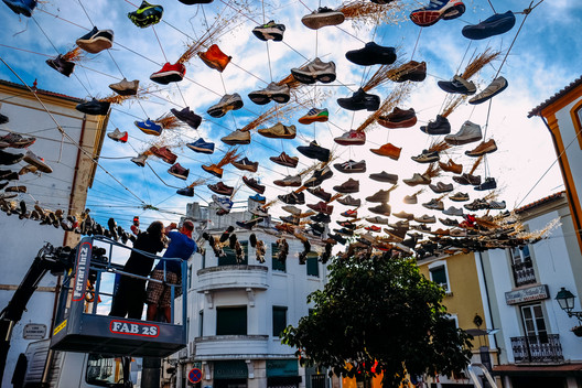 """The 12 Thousand Pairs of Shoes From Abrantes"" by Victor Lledó Garcia, Juan José Pérez Moncho and Mateo Fernández-Muro. Image Courtesy of Canal 180"