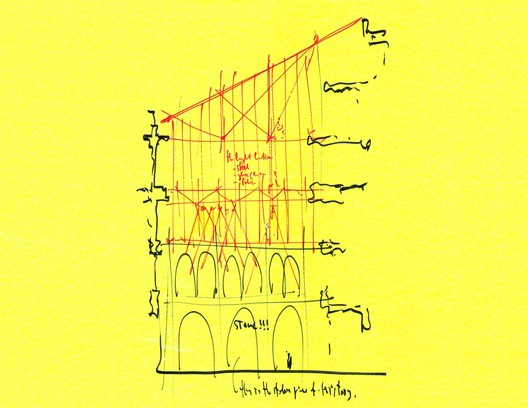 Sketch by Renzo Piano of the scheme for the Harvard Art Museums showing the glassy addition slotted in directly above the Montepulciano courtyard. Image © Paul Clemence