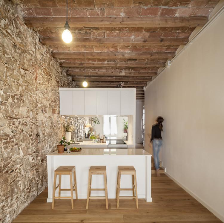 Reforma interior de un piso en Les Corts / Sergi Pons, © Adrià Goula