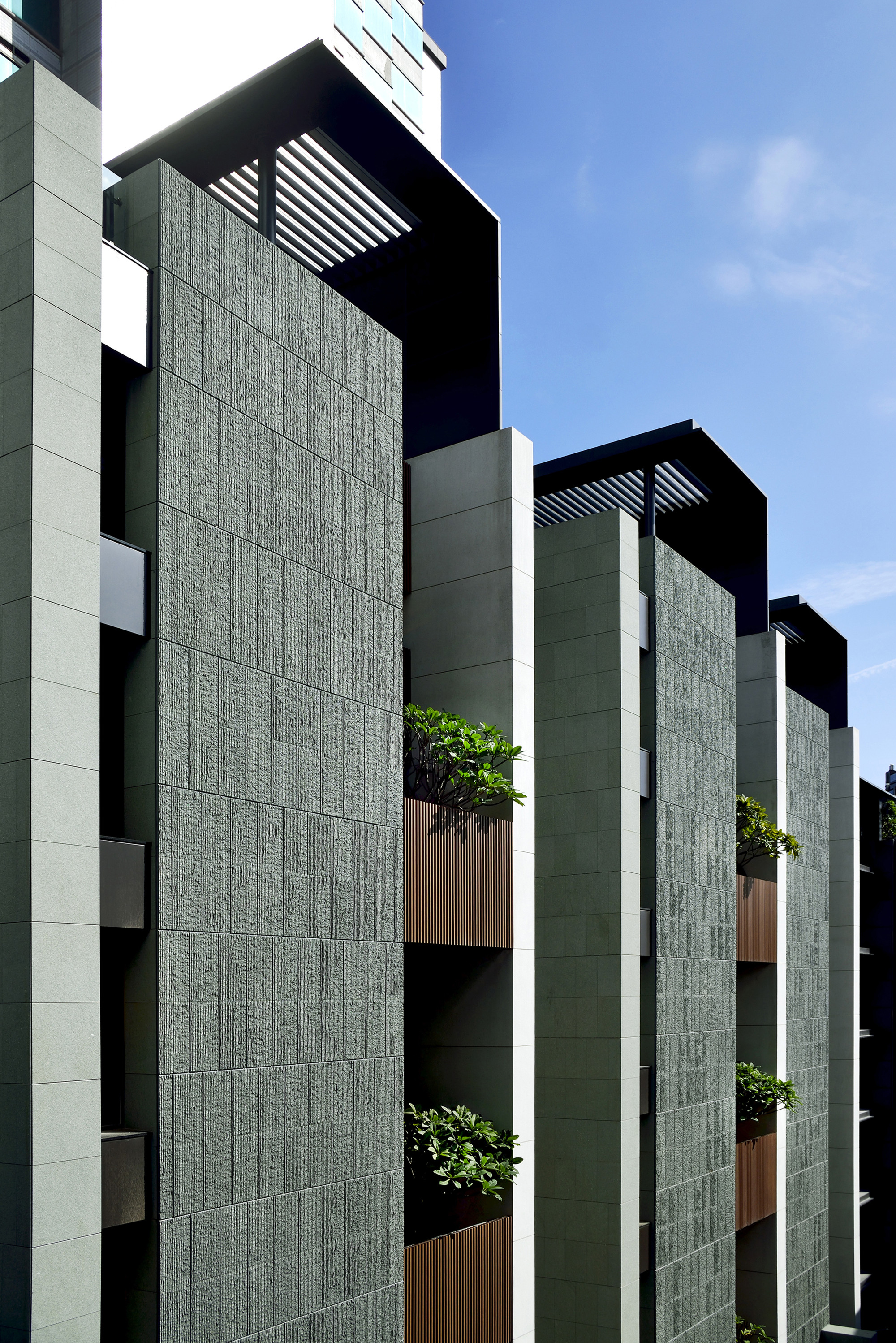 Gallery of stacking house hsuyuan kuo architect for Architect associates