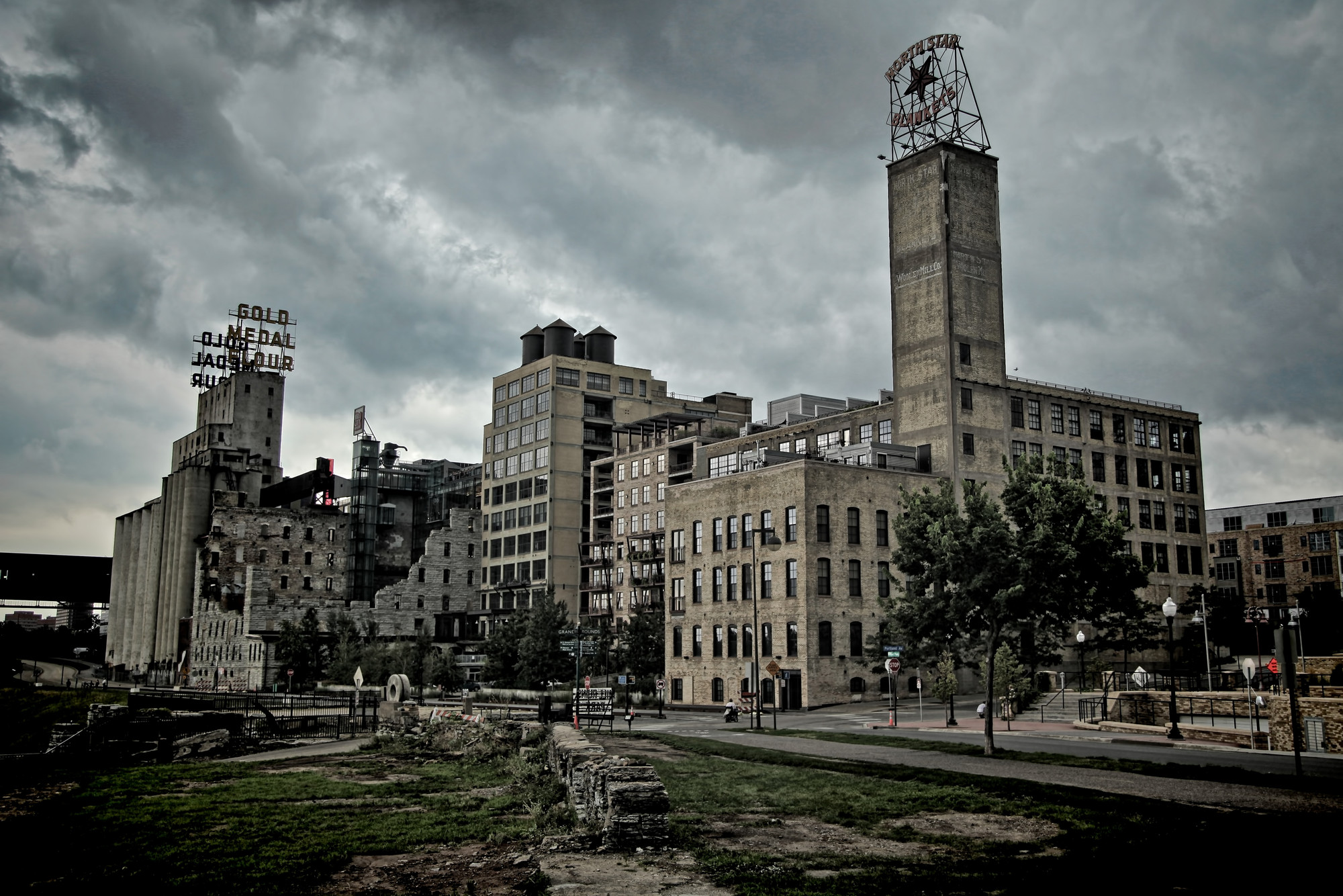 Historic mill city ruins in downtown Minneapolis. Image Courtesy of Flickr CC License / Joey Lax-Salinas